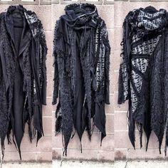 Burning Man Outfits, Black And Red Hoodie, Black Cardigan, Ropa Burning Man, Ärmelloser Pullover, Unisex, Samurai Pants, Dystopian Fashion, Cyberpunk Clothes