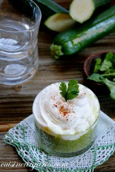 Velouté de Courgettes et sa Chantilly au Kiri, un vrai régal. #Kiri #chantilly #recette #courgette #apero #gourmand