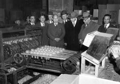 第二次世界大戦に降伏し米軍を中心とした連合軍に占領されたのが1945年8月。それから数年後、太平洋戦争からの復興著しく高度経済成長中の1950年代の日本の姿を撮影した写真です。「もはや戦後ではない」と言われ...