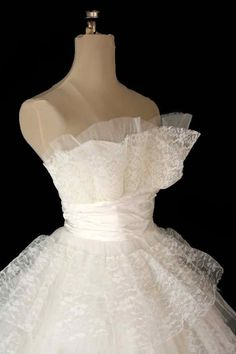 Vintage 1950s Strapless Lace & Tulle Wedding Dress.