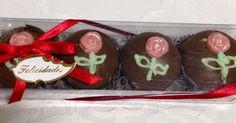 Pães de Mel recheados e decorados com chocolate artesanal.