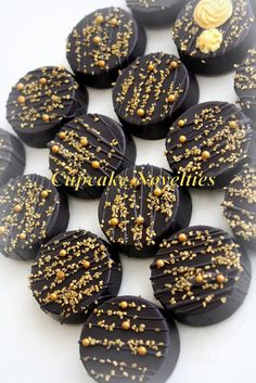 Buy online on Etsy! Delicious custom Chocolate-covered Oreos in black & gold great for a Gatsby Party, Art Deco Party, Vintage 1920s themed party dessert or favors, treats for an Art Deco/Gatsby fan, a Gatsby themed Birthday party or Baby Shower, or any event needing a glamorous touch of tasty desserts!