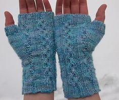 Ravelry: Wriggle Mitts pattern by Becky Greene Fingerless Gloves Knitted, Knit Mittens, Knitted Hats, Loom Knitting, Knitting Patterns, Free Knitting, Hand Gloves, Wrist Warmers, Lana