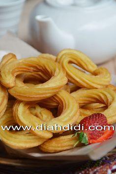 Diah Didi's Kitchen: Churros Ubi..Renyah..Garing di luar..Lembut di Dalam..^^