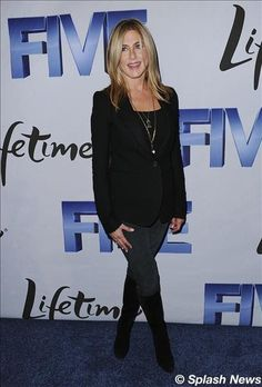 """Jennifer Aniston's red carpet for the movie """"Five"""" hosted by Lifetime & Jennifer Aniston in Washington, DC 2011"""