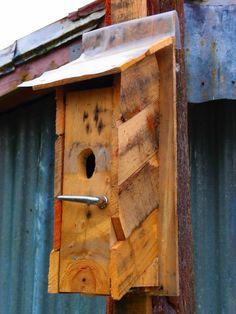 From old pallets birds DIY furniture feeding