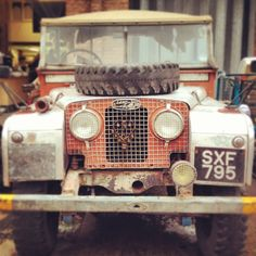 Nice old Landy Land Rover Off Road, Rusty Cars, Landrover Defender, 4x4 Off Road, Land Rovers, Range Rover, Old Cars, Offroad, Landing