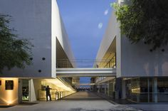 Built by Arkylab,Mauricio Ruiz in Barranquilla, Mexico with date 2011. Images by Oscar Hernández. On a college campus, the architecture and the landscape should merge into a recognition and enjoyment of human capabi...
