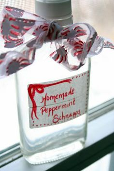 Kitchen Riches: Homemade Peppermint Schnapps - New Ideas Peach Sangria Moscato, Peach Schnapps Drinks, Peach Drinks, White Sangria, Homemade Alcohol, Homemade Liquor, Homemade Liqueur Recipes, Peppermint Schnapps Recipe, Schnapps