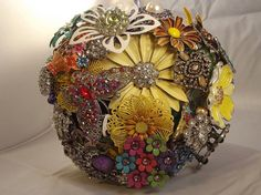 Love how colourful this brooch bouquet is!