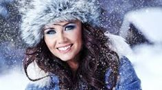 Risultati immagini per donna neve