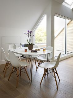Table & chairs in a Roundhouse white Urbo & Shark matt lacquer bespoke kitchen