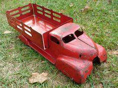 vintage toy truck.@Jorge Martinez Cavalcante (JORGENCA)