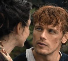 I love the way Jamie/Sam looks at Claire/Cait.