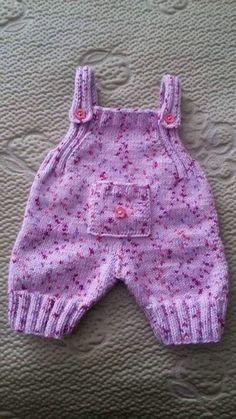 - Knitting patterns, knitting designs, knitting for beginners. Baby Boy Knitting Patterns, Knitting Designs, Baby Patterns, Baby Doll Clothes, Doll Clothes Patterns, Newborn Outfits, Kids Outfits, Baby Dungarees, Pull Bebe