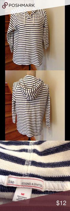 GAP sweatshirt. Great looking! Like new. Comfy. GAP Tops Sweatshirts & Hoodies