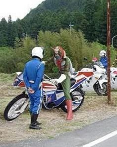 kamen rider and police Kamen Rider, Funny Images, Funny Photos, Japanese Funny, Japanese Superheroes, Tough Guy, Scene Photo, Funny Cute, Funny Jokes