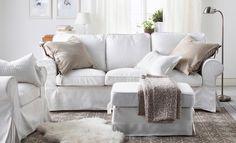 Ein Wohnzimmer U A Eingerichtet Mit Ektorp Bezug F R 3er Sofa Mobacka In Beige Rot Und