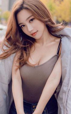 ( *`ω´) ιf you dᎾℕ't lιkє Ꮗhat you sєє❤, plєᎯsє bє kιnd Ꭿℕd just movє ᎯlᎾng. Cute Asian Girls, Girls In Love, Korean Beauty, Asian Beauty, Asian Hotties, Asia Girl, Beautiful Asian Women, Woman Crush, Ulzzang Girl