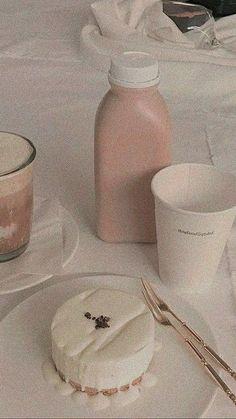 Cream Aesthetic, Brown Aesthetic, Aesthetic Themes, Aesthetic Images, Aesthetic Vintage, Aesthetic Food, Soft Wallpaper, Aesthetic Pastel Wallpaper, Kawaii Wallpaper