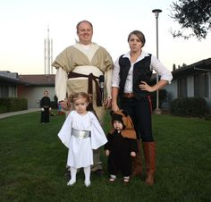 Family Star Wars costumes (with an Ewok!)