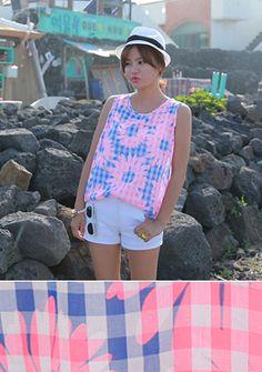 Today's Hot Pick :[Romi]ネオンカラーボタニカルコンビノースリーブ http://fashionstylep.com/SFSELFAA0014765/romi00ajp/out 夏色のポップカラーノースリーブ。 涼しげな色組み合わせと柄ミックス感がオシャレな一枚です。 今年トレンドのギンガムチェックをベースにボタニカルなフラワープリントが印象的☆ ボトムどれもOK-!  夏シーズンのヘビロテに確実です。 ◆1色: ブルー