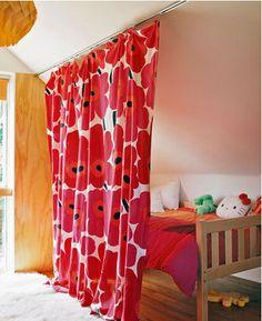 マリメッコのウニッコ柄がアクセント!あえて、間仕切りカーテンをお部屋のアクセントにすることもできます。