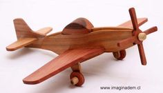 Avion de madera Mustang P-15 Wooden Airplane, Wooden Toy Cars, Wood Toys, Wood Plane, Toy Bins, Handmade Wooden Toys, Easy Wood Projects, Toy Art, Wooden Crates