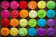 Try adding some food coloring! We have gel food coloring, powders, sprays, pens, airbrush colors and edible paints to make your rainbow dreams come true! Cupcakes Design, Cupcakes Arc-en-ciel, Sugar Free Cupcakes, Rainbow Cupcakes, Rainbow Food, Cupcake Cakes, Colored Cupcakes, Zucchini Cupcakes, Rainbow Treats