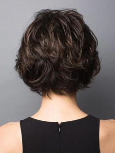Long pixie hairstyles are a beautiful way to wear short hair. Many celebrities are now sporting this trend, as the perfect pixie look can be glamorous, elegant and sophisticated. Here we share the best hair styles and how these styles work. Short Hairstyles For Thick Hair, Layered Bob Hairstyles, Long Layered Haircuts, Hairstyles Haircuts, Short Hair Cuts, Curly Hair Styles, Pixie Cuts, Haircut Short, Hairstyle Short