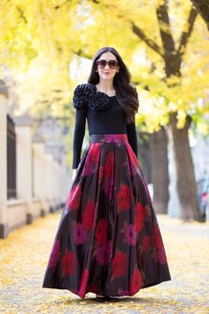 Anthropologie Composition Ball Skirt, Eliza J Floral Jacquard Maxi, Tuxe Bodywear, Christian Louboutin Pigalle 120 mm in Black Patent Leather Indian Gowns Dresses, Indian Fashion Dresses, Indian Designer Outfits, Designer Dresses, Fashion Outfits, Stylish Dress Designs, Stylish Dresses, Party Wear Dresses, Ball Dresses