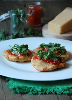 Pizzeta Montanara (Rúcula, tomate y parmesano)