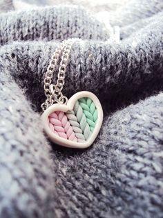 Ombre de menthe rose tricoté coeur collier pâte fimo, bijoux en argile Miniature, argent chaîne plaquée