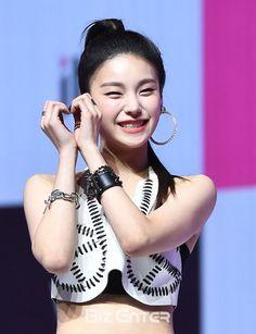 @WeAreOneIdols//YEJI💎 #yeji #itzy #debut #kpop Kpop Girl Groups, Korean Girl Groups, Kpop Girls, Rapper, Debut Album, These Girls, New Girl, South Korean Girls, Fandom