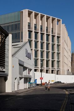 Dundee House by Reiach and Hall Architects / Dundee, Scotland