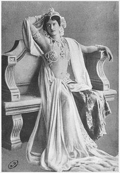 Mata Hari, 1910 (b/w photo) Archives Charmet Bibliotheque des Arts Decoratifs, Paris, France Bridgemanart.com