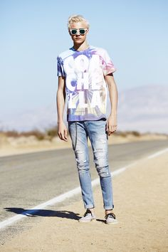 Rep Coachella in this men's t-shirt with a photographic print of the iconic ferris wheel. │ H&M Loves Coachella