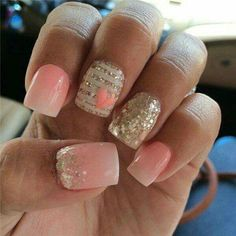 I think the glitter on the thumb nail is a bit much. Other than that, this is gorgeous!