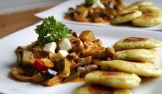 Kartoffelplätzchen mit Auberginen-Zucchini-Ragout