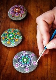 Cool stone painting - wouldn't this be a great way to add color to the yard? - Use larger ones for yard. This size would offer whimsy to a table scape or office desk or in a planter.---PAINTED ROCKS FOR THE FAIRY GARDEN Easy Crafts, Diy And Crafts, Arts And Crafts, Kids Crafts, Summer Crafts, Crafts For Teens, Creative Crafts, Summer Fun, Easy Diy