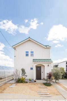 【アイジースタイルハウス】ウッドデッキ。お庭のグリーンがよく似合う シンプル×プロヴァンスの外観