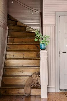 """itsthesmallthing: """"Via Country style magazine """" Entryway Stairs, House Stairs, Attic Stairs, Modern Farmhouse, Farmhouse Style, Farmhouse Decor, Country Style Magazine, Stairway To Heaven, Staircase Design"""