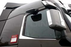 Piantoni sportello in acciaio inox super mirror (aisi 304) per Renault T. Il kit è composto da quattro pezzi (due lato destro e due lato sinistro) e sono dotati di bi-adesivo per il fissaggio. Per una corretta applicazione segui le ISTRUZIONI DI MONTAGGIO.