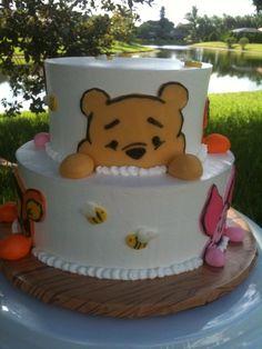 Cute baby shower cake Winnie Pooh Torte, Winnie The Pooh Birthday, Cake Design, Pooh Bear, Cute Cakes, Baby Shower Cakes, Fondant Cakes, Bebe Shower, Friends Cake