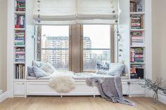 Olvasósarok az ablakban - 72m2-es lakás pasztell színekkel dekorálva kényelmes tágas berendezéssel