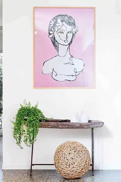 16 styling tips to learn from these four fabulous consoles Painting Shelves, Entrance Hall Decor, Hallway Console, Virtual Art, Mood Light, Cute Family, Grey Paint, Outdoor Projects, House Colors