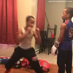 Boxing Workout Routine, Boxing Training Workout, Boxer Workout, Gym Workout Videos, Kickboxing Workout, Self Defense Moves, Self Defense Martial Arts, Boxing Techniques, Martial Arts Techniques