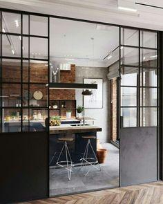 Pour séparer sa cuisine ouverte, optez pour la verrière coulissante