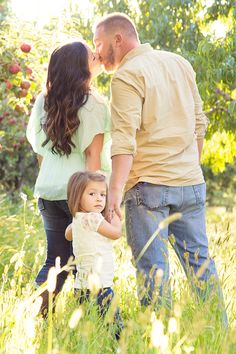 Love everything about this shot! The clothes, the pose, and the setting!  family pictures  by shailynn photography Pose Inspiration Family of 3