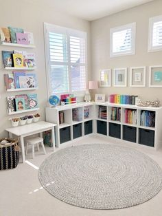 36 Ideas for kids playroom organization organizing toys book shelves Small Playroom, Toddler Playroom, Playroom Design, Kids Room Design, Playroom Decor, Kids Playroom Storage, Kids Room Shelves, Kid Decor, Small Kids Rooms